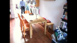 Ambachtelijke-Eikenhouten-tafel-voor-6-met-Eikenhouten-bankje