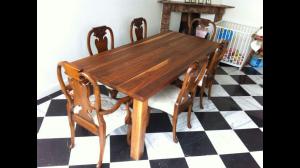 Ambachtelijke-Notenhouten-tafel-voor-6-to-8